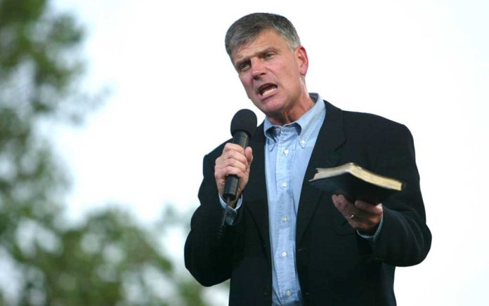 Franklin Graham Leads Prayer for President Trump at Rally (VIDEO)